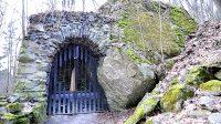 Lurdská jeskyně