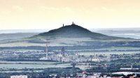 27. 6. 2015 - Pohled na Hazmburk od hradu Kamýk