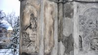 Reliéf na podstavci - svatý Vít v kotli