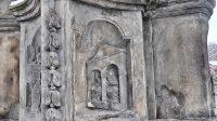 Reliéf na podstavci - zpověď královny Žofie