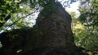Zbytky hranolové věže na východní straně