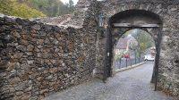 První brána (pohled z předhradí)