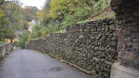 Zeď v Horské ulici pod hradem (původně příkop)