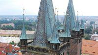 Pohled z věže na chrám sv. Ducha