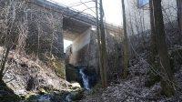Vodopád pod mostem