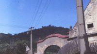 80. léta 20. století - průčelí statku pod hradem