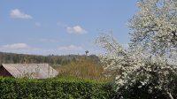 Pohled na rozhlednu ze silnice mezi Kutnou Horou a Kaňkem