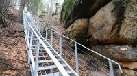 Přístupové schodiště ke hradu Falkenštejn