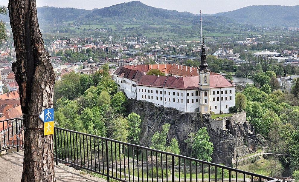 Zámek Děčín z vyhlídky na Pastýřské stěně