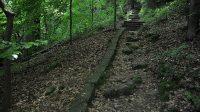 Sestup po schodech do údolí Labe