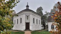 Kostel Nejsvětější Trojice (říjen 2015)