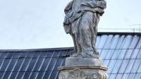 Vrcholová socha Panny Marie