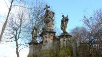 Sousoší tří svatých - boční pohled