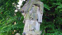 Vrcholová socha sv. Jana Nepomuckého