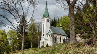 Kostel sv. Antonína Paduánského s křížovou cestou