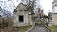 Kaple Nejsvětější Trojice u vstupu na hřbitov
