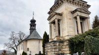 Kostel Nejsvětější Trojice a hrobka rodiny Schmittů