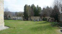 19. 4. 2021 - ohradní zeď hřbitova s bočním vstupem a zastaveními křížové cesty